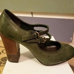 Double strapped, green vegan Maryjane pumps